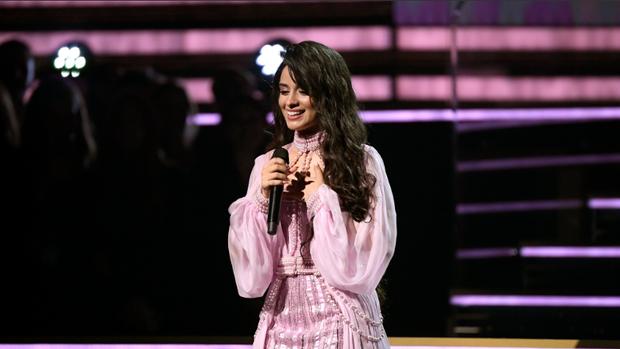 Thoát khỏi cái bóng nhạt nhòa khi đứng cạnh Shawn Mendes, Camila Cabello khiến cha của mình ngồi dưới khán đài khóc nức nở vì cảm động - Ảnh 5.