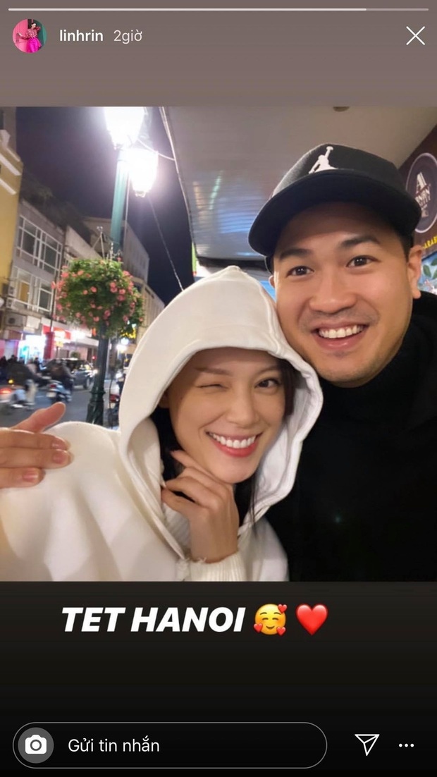 Ăn bánh gato mệt nghỉ đầu năm: Cuối cùng Phillip Nguyễn cũng bước 999 bước ra Hà Nội ăn Tết với Linh Rin rồi nè! - Ảnh 1.