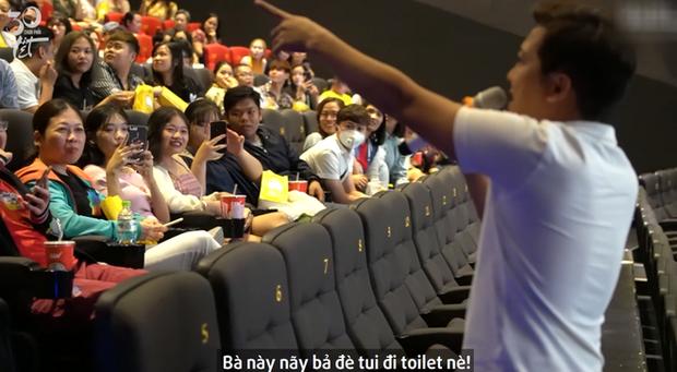 Trường Giang bị khán giả nữ ghẹo ở cinetour 30 Chưa Phải Tết, tích cực tìm mối gả bán Mạc Văn Khoa - Ảnh 2.
