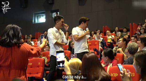 Trường Giang bị khán giả nữ ghẹo ở cinetour 30 Chưa Phải Tết, tích cực tìm mối gả bán Mạc Văn Khoa - Ảnh 4.