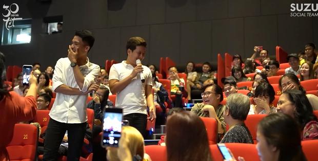 Trường Giang bị khán giả nữ ghẹo ở cinetour 30 Chưa Phải Tết, tích cực tìm mối gả bán Mạc Văn Khoa - Ảnh 5.