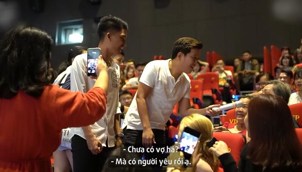 Trường Giang bị khán giả nữ ghẹo ở cinetour 30 Chưa Phải Tết, tích cực tìm mối gả bán Mạc Văn Khoa - Ảnh 3.