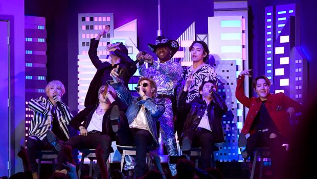 HOT: BTS diễn đúng 47 giây trong Old Town Road All-Stars tại Grammy, tuy nhiên cũng đủ làm cả khán đài bùng nổ vì quá đẹp trai! - Ảnh 3.