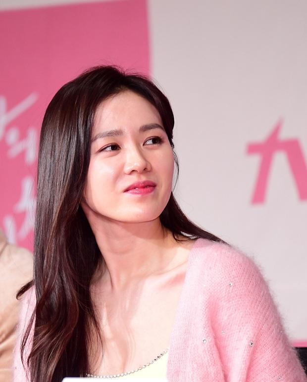 Đầu năm Tết đến, chị đẹp Son Ye Jin bất ngờ nhập viện khẩn cấp trong quá trình quay 'Crash Landing On You'