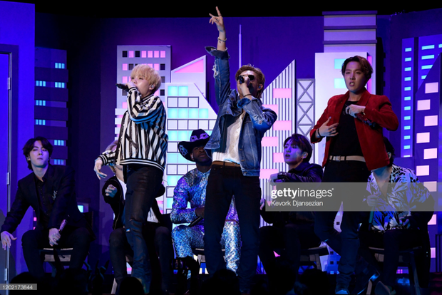 HOT: BTS diễn đúng 47 giây trong Old Town Road All-Stars tại Grammy, tuy nhiên cũng đủ làm cả khán đài bùng nổ vì quá đẹp trai! - Ảnh 4.