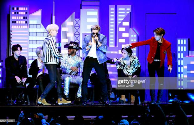 HOT: BTS diễn đúng 47 giây trong Old Town Road All-Stars tại Grammy, tuy nhiên cũng đủ làm cả khán đài bùng nổ vì quá đẹp trai! - Ảnh 5.