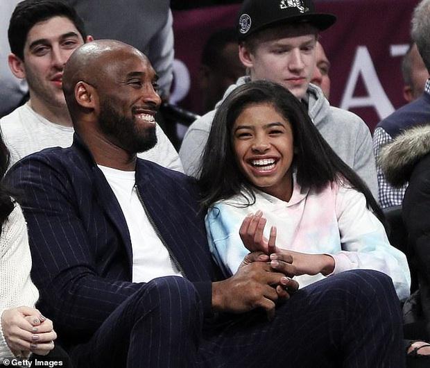 Nhói lòng trước clip ghi lại khoảnh khắc tình cảm của Kobe Bryant và con gái 13 tuổi Gianna, được quay ngay trước khi cả hai thiệt mạng thương tâm sau vụ rơi máy bay - Ảnh 3.