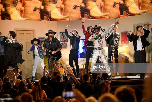 HOT: BTS diễn đúng 47 giây trong Old Town Road All-Stars tại Grammy, tuy nhiên cũng đủ làm cả khán đài bùng nổ vì quá đẹp trai! - Ảnh 7.