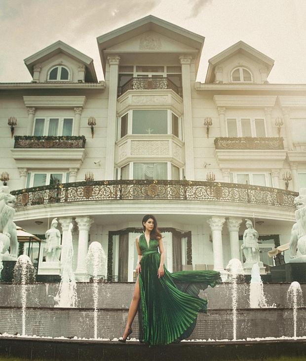 Khoe dăm ba cái ảnh Tết, Tiên Nguyễn lại khiến dân tình choáng váng trước căn biệt thự to đùng và xa xỉ ở Sài Gòn - Ảnh 4.