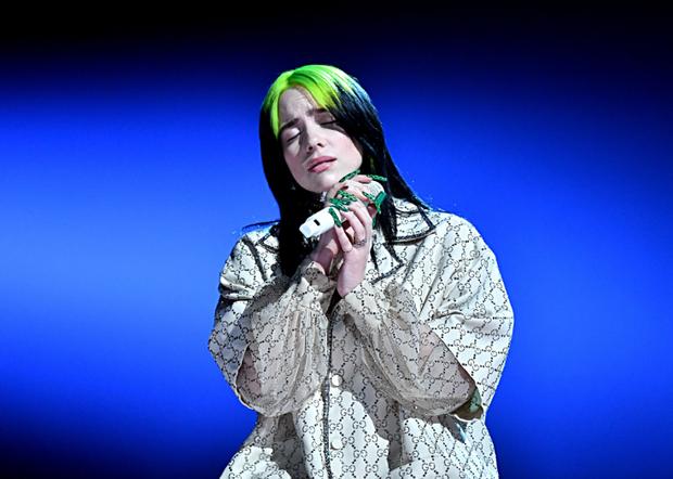 Vừa viết nên lịch sử tại Grammy, Billie Eilish chinh thức có màn trình diễn bất ngờ tại Oscar: thời tới cản không kịp? - Ảnh 2.