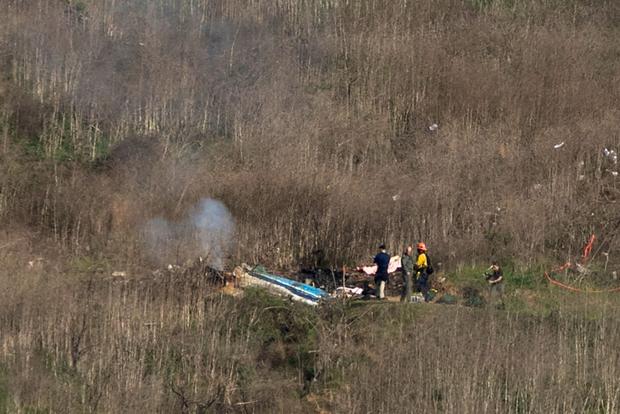 Cận cảnh hiện trường vụ tai nạn rơi máy bay khiến huyền thoại Kobe Bryant và con gái cùng 7 người khác tử nạn - Ảnh 1.