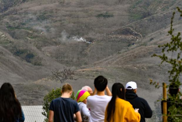 Cận cảnh hiện trường vụ tai nạn rơi máy bay khiến huyền thoại Kobe Bryant và con gái cùng 7 người khác tử nạn - Ảnh 6.