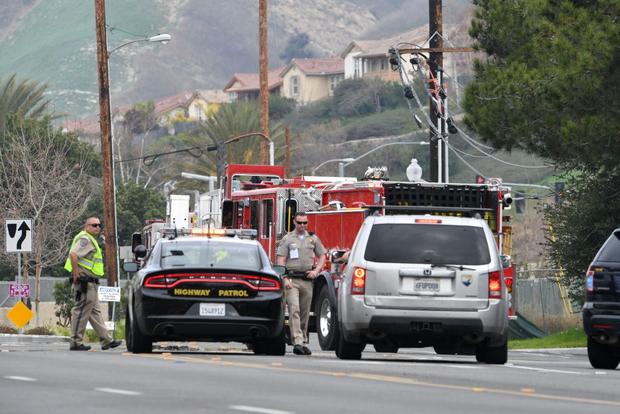 Cận cảnh hiện trường vụ tai nạn rơi máy bay khiến huyền thoại Kobe Bryant và con gái cùng 7 người khác tử nạn - Ảnh 2.