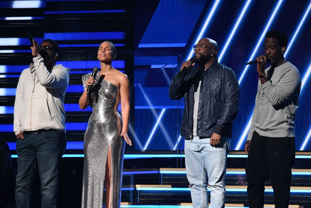 Nữ ca sĩ Alicia Keys dành cho huyền thoại xấu số Kobe Bryant màn tri ân đầy cảm xúc tại Grammy 2020 - Ảnh 4.