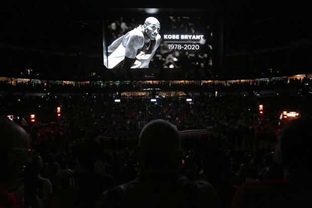 Những giọt nước mắt lăn dài tại NBA trong ngày huyền thoại Kobe Bryant vẫy tay từ biệt - Ảnh 2.