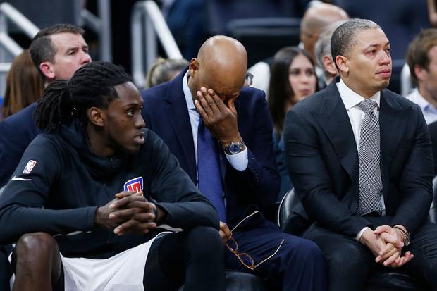 Những giọt nước mắt lăn dài tại NBA trong ngày huyền thoại Kobe Bryant vẫy tay từ biệt - Ảnh 10.