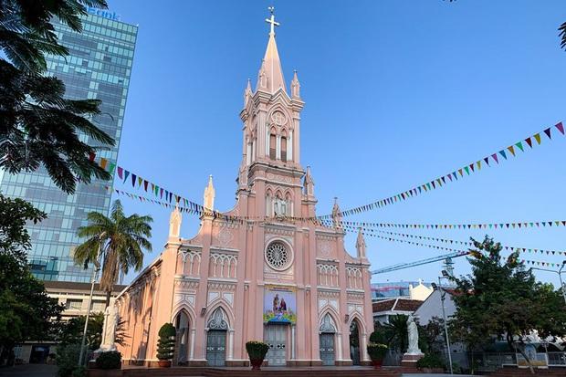 Lo ngại dịch bệnh virus Corona, nhà thờ nổi tiếng nhất Đà Nẵng tạm đóng cửa, không đón tiếp du khách - Ảnh 1.