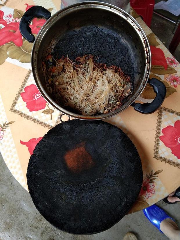 Tuyển tập những tai nạn nấu ăn ngày đầu năm: Còn mùng là còn Tết nhưng với hội gái đoảng thì không - Ảnh 1.
