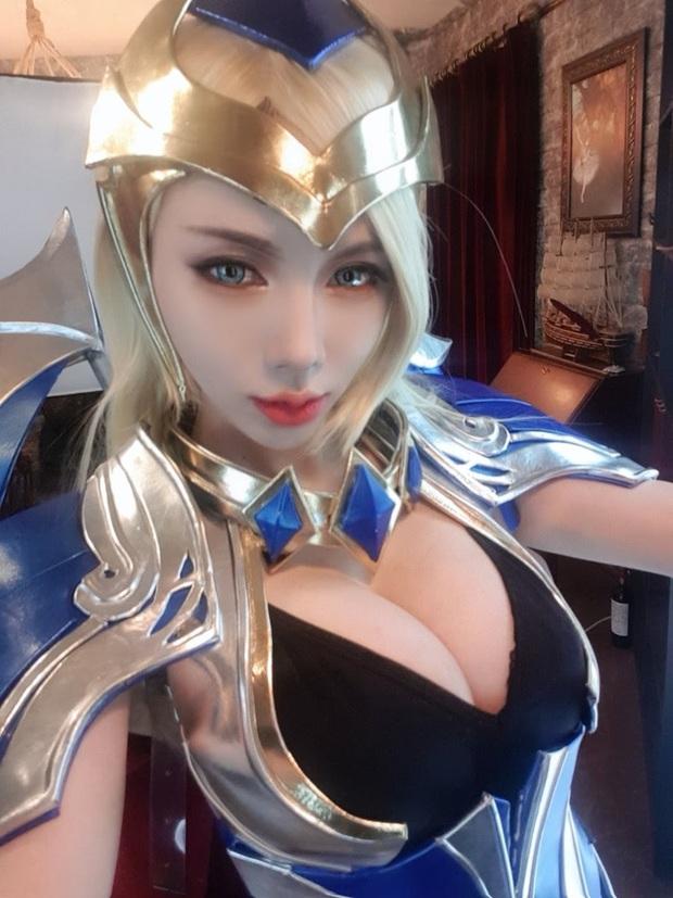 Khó thở trước vòng một trễ nải của cô nàng cosplayer Hàn Quốc, đã là nam nhân thì phải đứng hình - Ảnh 1.