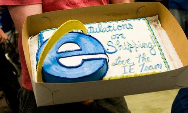 """Chuyện hài làng công nghệ: 3 """"kỳ phùng địch thủ"""" liên tục gửi bánh kem cho nhau mỗi khi ra mắt sản phẩm mới - Ảnh 1."""