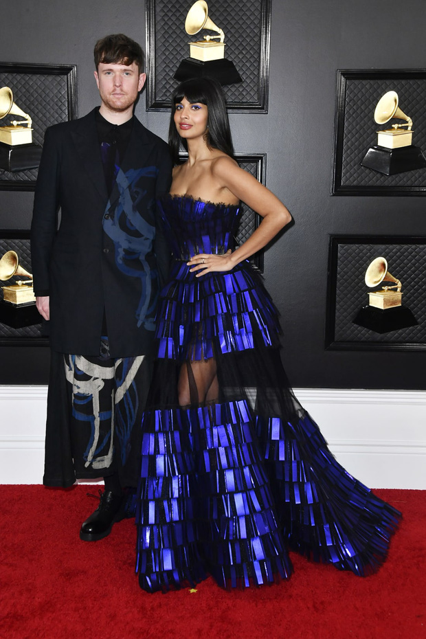 Những bộ cánh đỉnh nhất Grammy 2020 gọi tên váy công chúa của Ariana Grande lẫn set cô đào năm 90 của Dua Lipa - Ảnh 7.