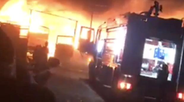 Cháy lớn tối mùng 2 ở Bình Dương, chủ vựa phế liệu mất Tết khi nhiều tài sản bị bà hỏa thiêu rụi - Ảnh 1.