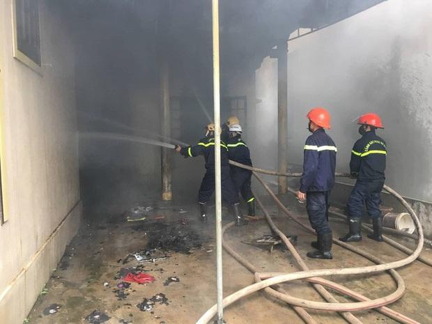 Người đàn ông tự đốt nhà mình trong ngày mùng 3 Tết, nghi bị ngáo đá