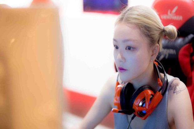 Nữ quán quân Liên Minh Huyền Thoại trở thành cô giáo dạy chơi game eSports - Ảnh 1.