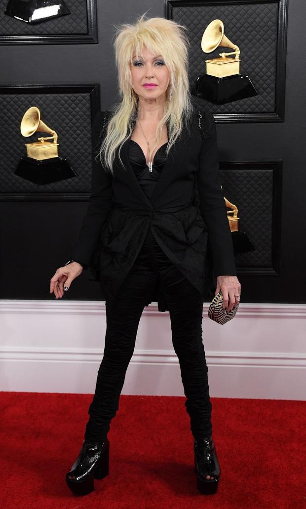 Hết hở ngực lại đến mông, những bộ cánh dị hợm - thảm họa nhất thảm đỏ Grammy 2020, mới đầu năm đã khiến người xem ngán ngẩm  - Ảnh 10.