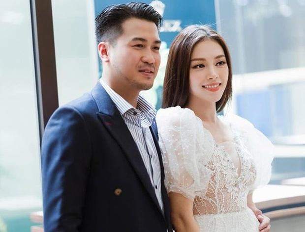 2 cặp đôi mới của Vbiz: Gu thời trang đồng điệu là một chuyện, càng nhìn càng thấy rõ nét phu thê - Ảnh 3.