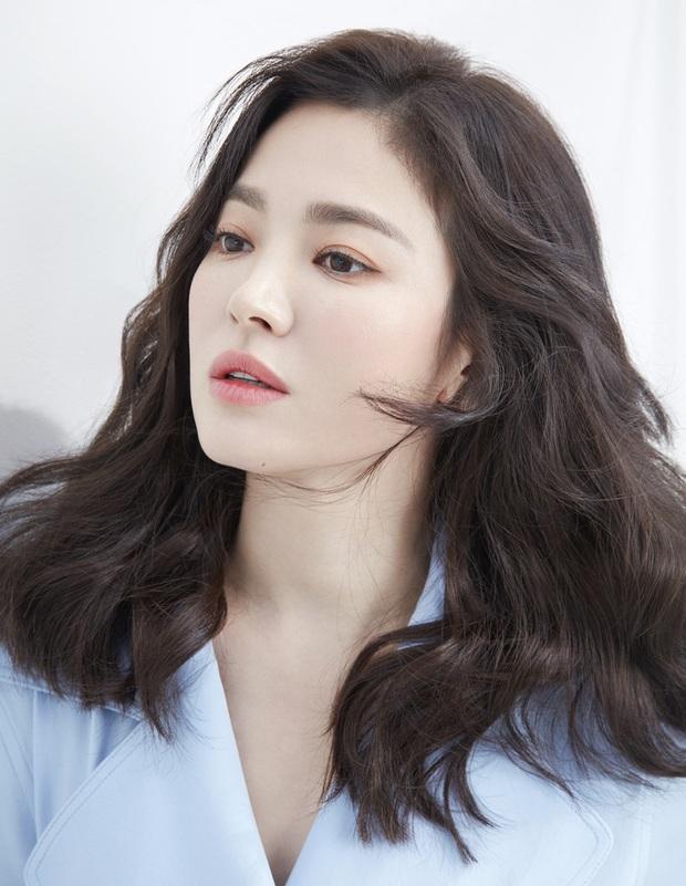 Tuyệt chiêu tô son để có được bờ môi gợi cảm mời gọi như Song Hye Kyo - Ảnh 4.