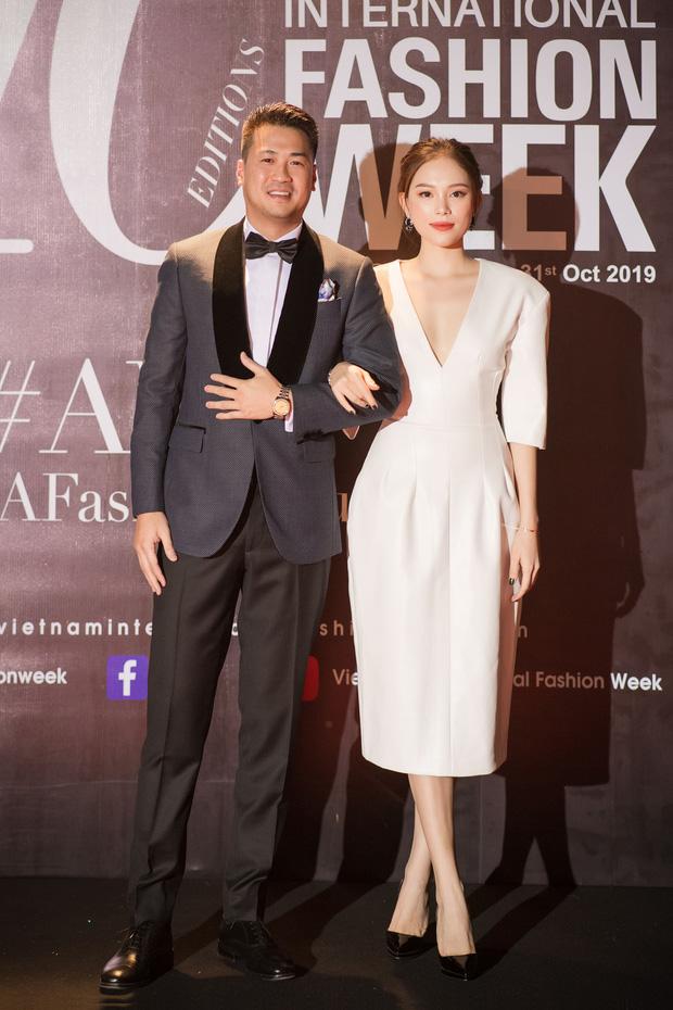 2 cặp đôi mới của Vbiz: Gu thời trang đồng điệu là một chuyện, càng nhìn càng thấy rõ nét phu thê - Ảnh 4.