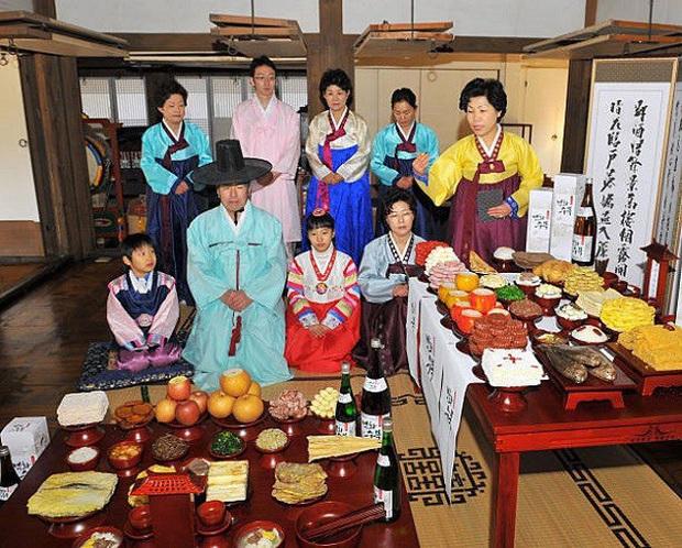 Tết với phụ nữ Hàn là những ngày làm việc tăng ca nhiều giờ liền nhưng không dám than phiền vì cảm giác có lỗi với tất cả mọi người - Ảnh 5.