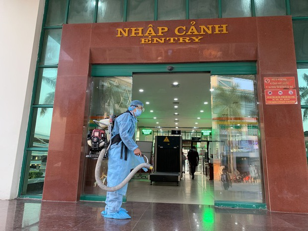 Kiểm tra thân nhiệt tất cả khách xuất nhập cảnh qua cửa khẩu Lào Cai - Ảnh 6.