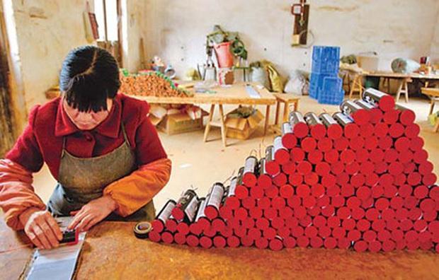Pháo hoa Trung Quốc: Thể hiện sự may mắn bình an nhưng lại mang nhiều nguy hiểm trong quá trình sản xuất - Ảnh 8.