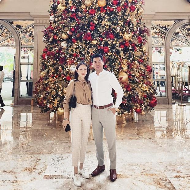 2 cặp đôi mới của Vbiz: Gu thời trang đồng điệu là một chuyện, càng nhìn càng thấy rõ nét phu thê - Ảnh 9.