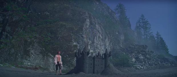 Xuất hiện trai đẹp gu mặn trong Chilling Adventures Of Sabrina phần 3: Đẹp trai, sáu múi nhưng chỉ thích lâu đài cát? - Ảnh 14.