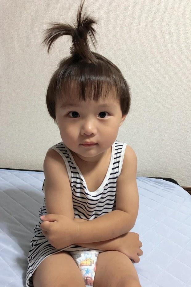Con trai Á hậu Tú Anh hơn 1 tuổi đã lớn phổng phao, lại có kiểu tóc y chang bé Sa dễ thương vô đối khi cùng mẹ đi chơi Tết - Ảnh 5.