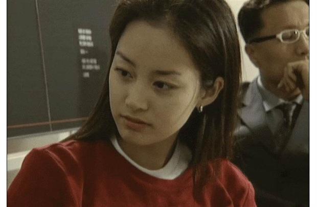 Loạt khoảnh khắc thời sinh viên của Kim Tae Hee bất ngờ hot, netizen tán tụng Đệ nhất mỹ nhân đẹp tự nhiên xứ Hàn là đây - Ảnh 6.