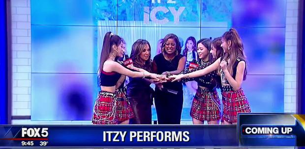 Là nhóm nữ đầu tiên biểu diễn ở Good Day New York, ITZY tiết lộ thành viên nhảy đỉnh nhất và tiết lộ đã quay xong MV mới - Ảnh 1.