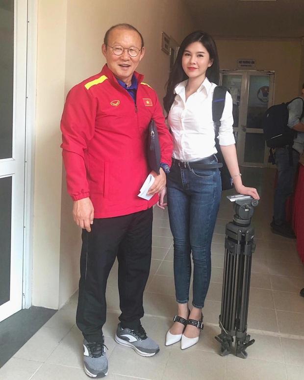 """MC Thu Hoài là """"fan girl"""" số hưởng nhất Việt Nam: Đã thân thiết với hội cầu thủ, lại còn cùng quê cả Thành Chung lẫn Xuân Trường - Ảnh 2."""