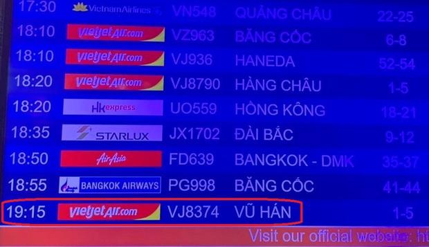 Hình ảnh đoàn du khách Trung Quốc đeo khẩu trang làm thủ tục rời Đà Nẵng để về lại Vũ Hán - Ảnh 3.