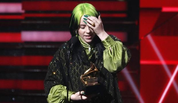 Thuyết âm mưu: Billie Eilish đã bị BTC Grammy gài vào phút chót, cố tình tạo nên chiến thắng lịch sử gây tranh cãi để che lấp những scandal vừa qua? - Ảnh 3.