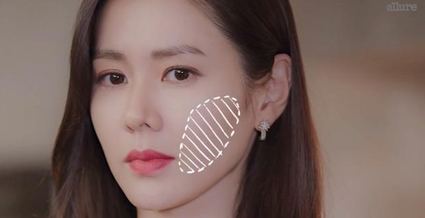 Thì ra bí kíp đánh nền mỏng nhẹ lại gọn mặt của Son Ye Jin lại chỉ đơn giản là mix 2 màu foundation lại với nhau - Ảnh 5.