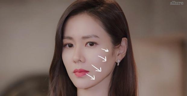 Thì ra bí kíp đánh nền mỏng nhẹ lại gọn mặt của Son Ye Jin lại chỉ đơn giản là mix 2 màu foundation lại với nhau - Ảnh 6.