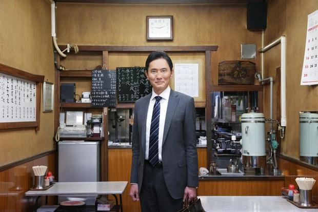 Lạ kỳ khi người Nhật đón năm mới bằng việc xem chương trình về một người đàn ông đi ăn một mình và góc khuất ẩn chứa đằng sau  - Ảnh 1.