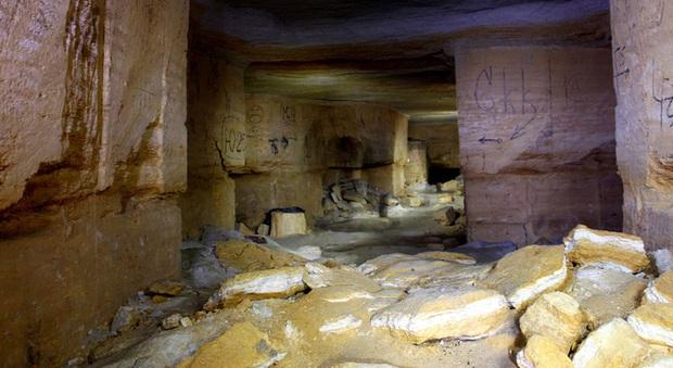 Bí ẩn rùng rợn bên trong hầm mộ mê cung Odessa của Ukraine: Bữa tiệc nhỏ đêm giao thừa - Ảnh 1.