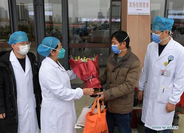 Trung Quốc: Bệnh nhân nhiễm virus corona đầu tiên xuất viện - Ảnh 4.