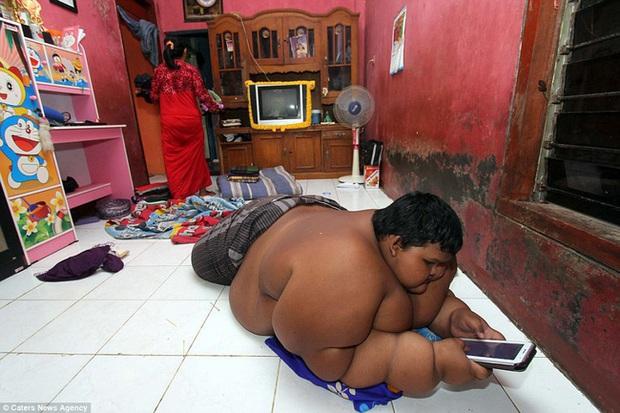Cậu bé nặng nhất thế giới với gần 200kg sau 4 năm phẫu thuật thu nhỏ dạ dày giờ lột xác không ai nhận ra - Ảnh 4.