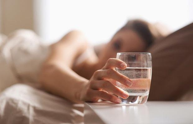 Những thói quen thường thấy trong ngày Tết là thủ phạm hủy hoại sức khỏe, tránh được đến đâu hay đến đó  - Ảnh 4.